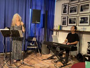 """Duo """"Casa Viola"""" Poesie auf Brot 30.07.2021 Kulturforum (c) Walther Stonet"""