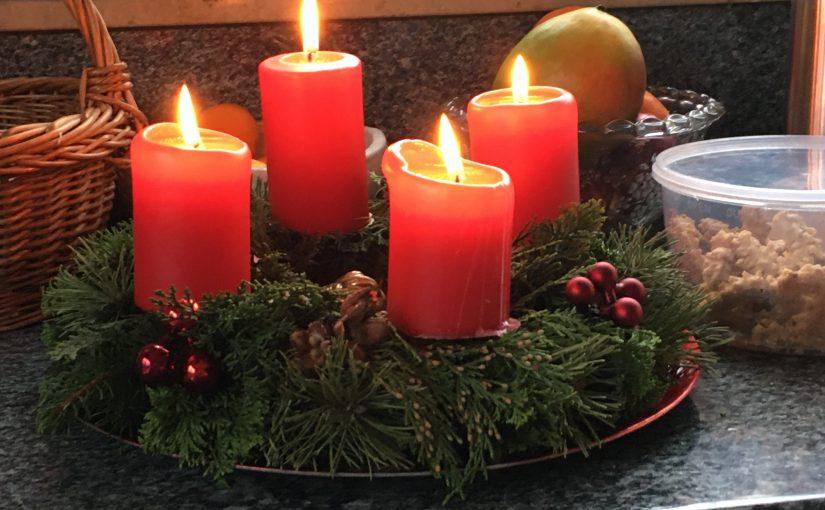 Frohe Festtage, schöne Weihnachten, ein schönes Lichterfest (Chanukka)!